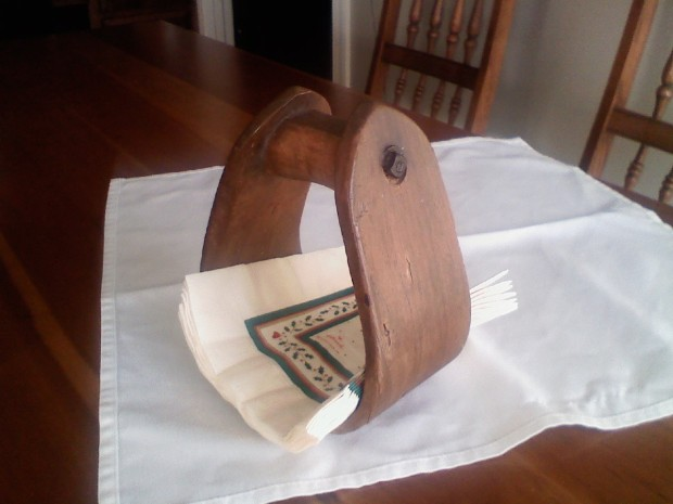 Download Wood Napkin Holder With Salt And Pepper Shaker Plans DIY Building A Wooden Swing Gate ...